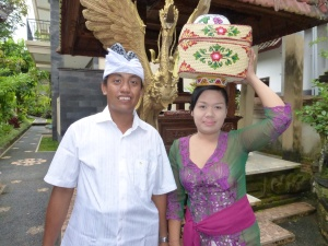My hosts, Sumantra and Ilhu, dressed for the Full Moon Ceremony