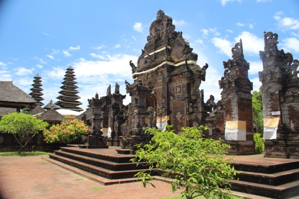 A Hollywood set? No, a beautiful temple near KlungKung.